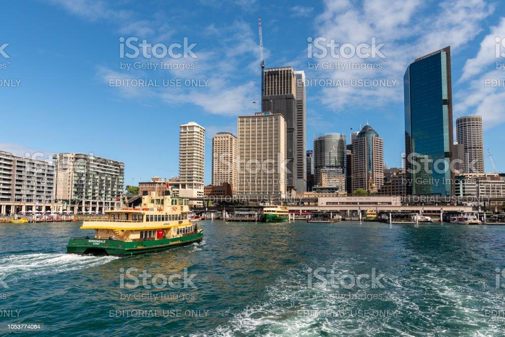 Weergave van Circular Quay en Sydney's zakendistrict van een ferry haven foto
