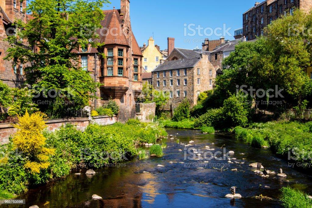 View of Dean village and water of Leith, Edinburgh, UK. - Royalty-free Aldeia Foto de stock