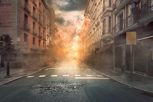 Foto de Vista Da Cidade Da Destruição Com Fogo E Explosão e mais fotos de stock de Abstrato