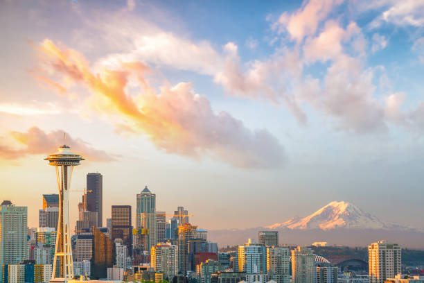 view of downtown seattle skyline - état de washington photos et images de collection