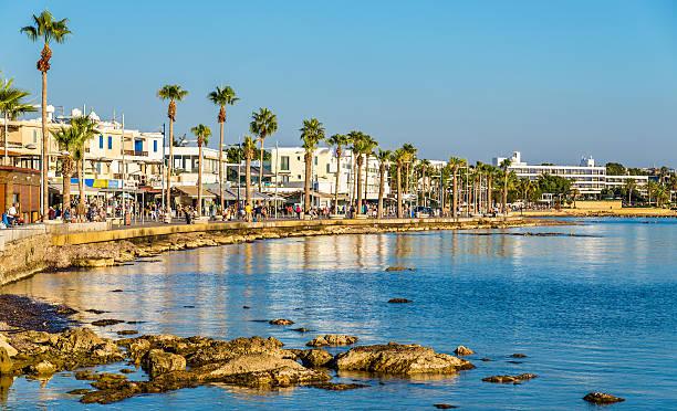 вид набережной на город пафос гавань-кипр - cyprus стоковые фото и изображения