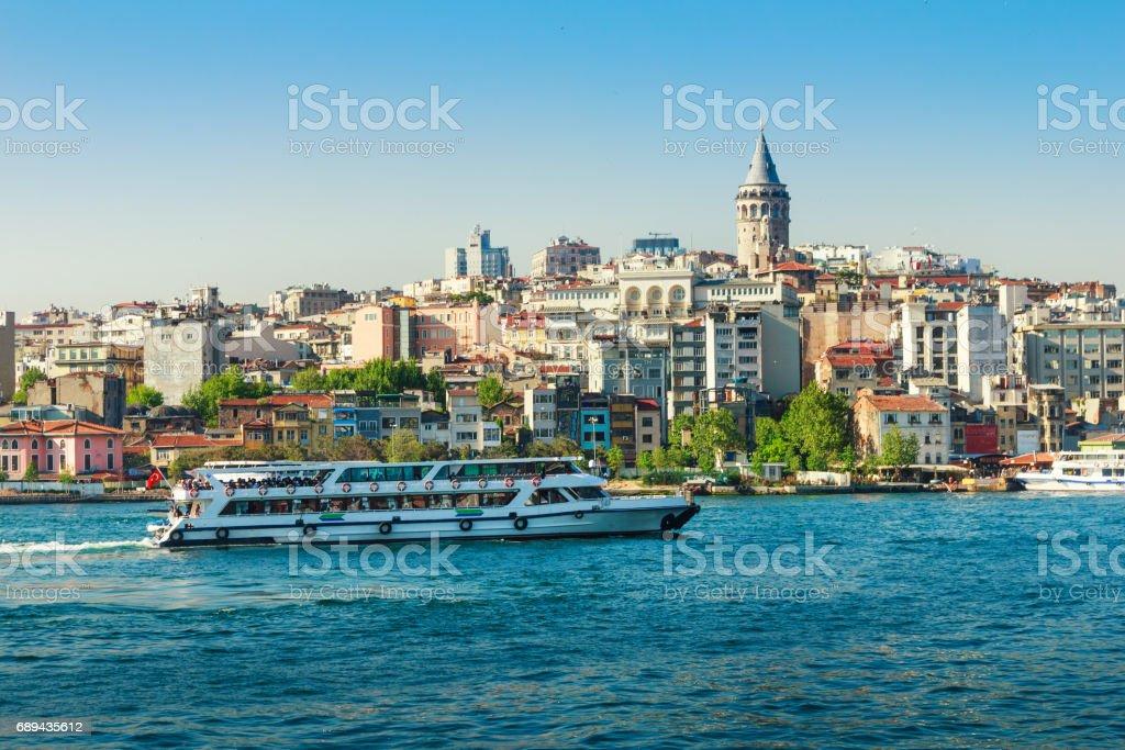 Ansicht der Galata-Turm aus dem Bosporus. Istanbul. Turkei. – Foto