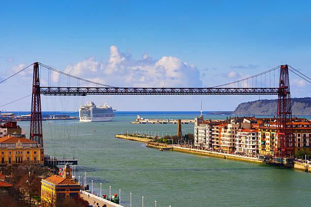Getxo y vista del puente colgante - foto de stock
