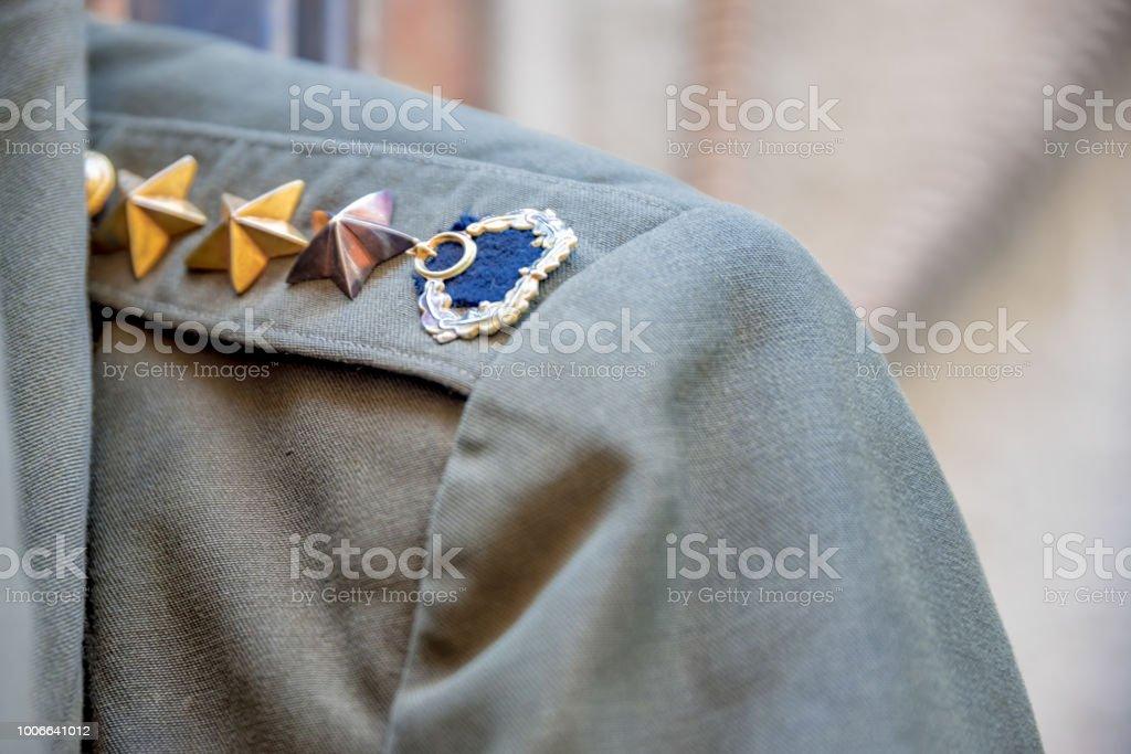 Apolet yeşil Türk askeri üniformayla görünümünü stok fotoğrafı