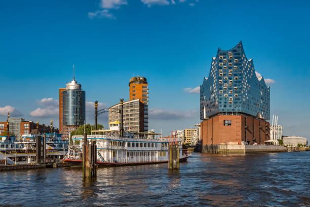 Blick auf Hamburgs Hafencity mit Elbphilharmonie – Foto