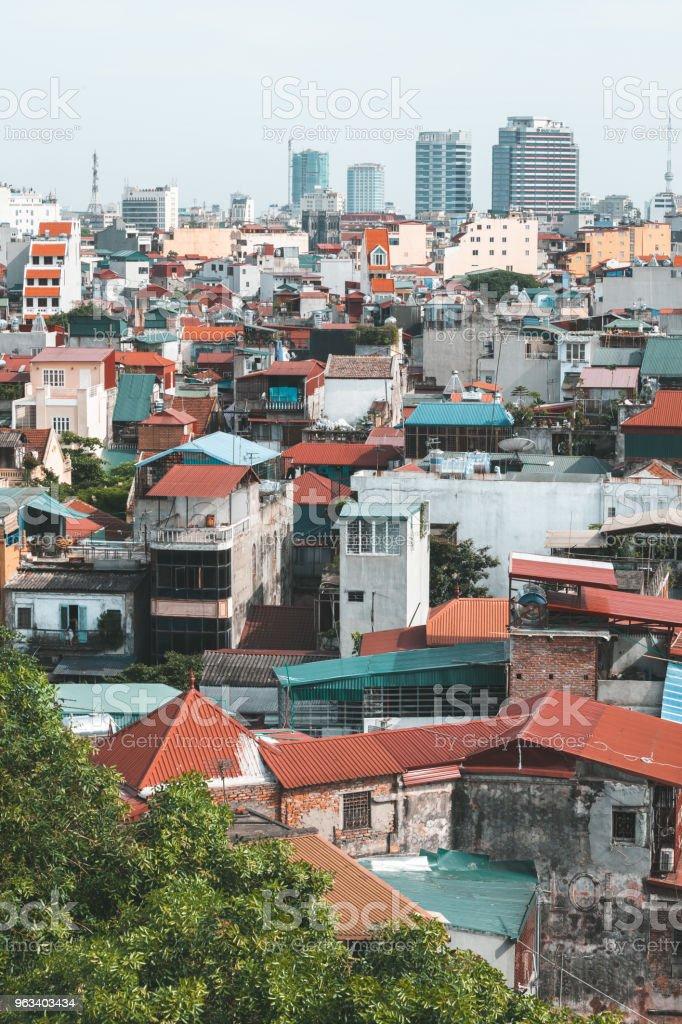 HANOI, WIETNAM. CZERWIEC 29, 2009: Widok na dachy Hanoi w Wietnamie - Zbiór zdjęć royalty-free (Wietnam)