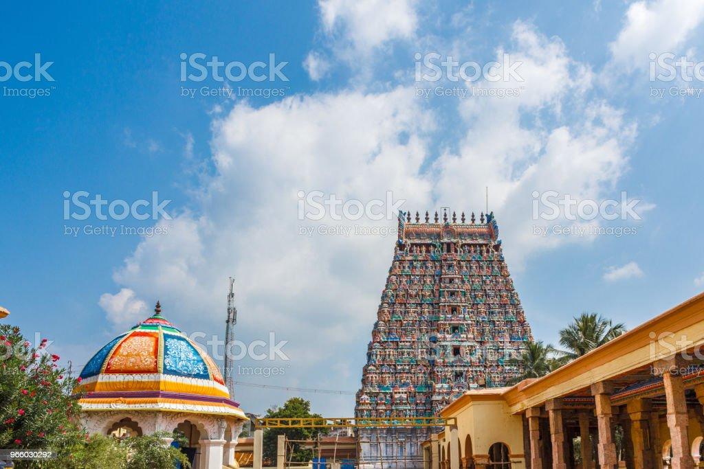 Uitzicht op hindoe tempel toren - Royalty-free Antiek - Toestand Stockfoto
