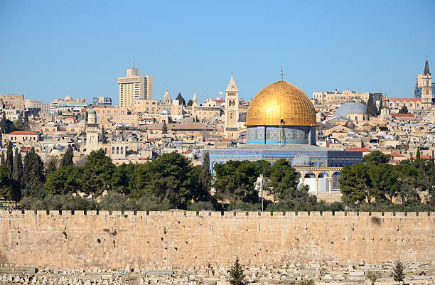 view of jerusalem skyline from mount of olives - jeruzalem stockfoto's en -beelden