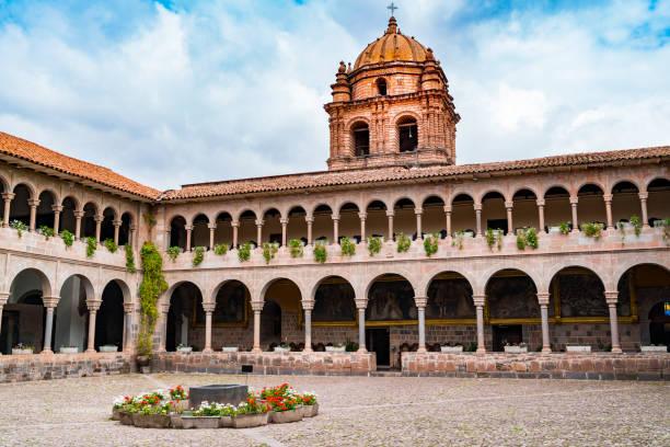 Blick auf Koricancha, der wichtigste Tempel im Inka-Reich, der dem Sonnengott in Cusco gewidmet ist – Foto