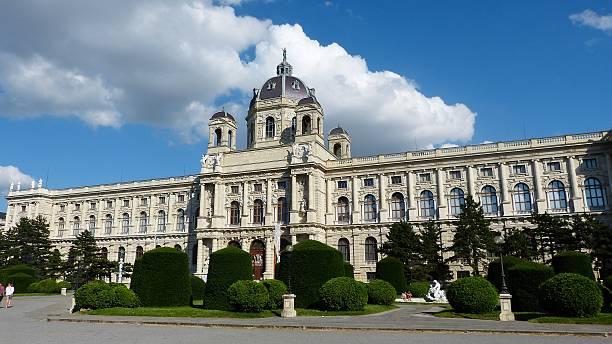 blick auf kunsthistorisches museum wien, österreich. - kunsthistorisches museum wien stock-fotos und bilder