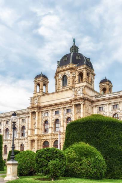 ansicht des kunsthistorischen museums in wien, österreich - kunsthistorisches museum wien stock-fotos und bilder