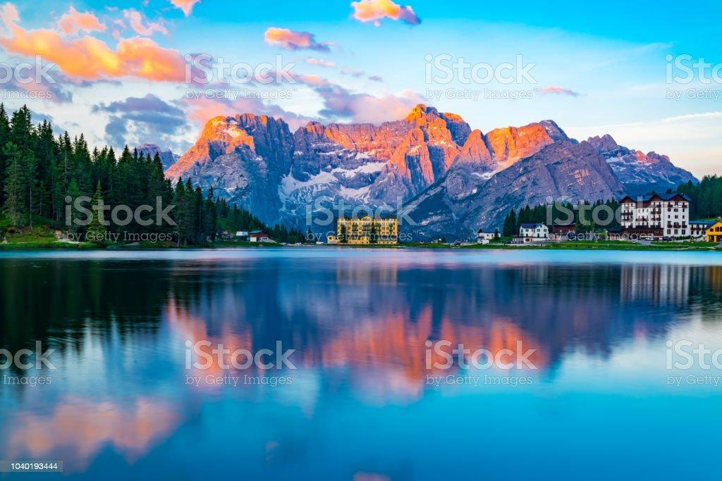 View of lake Misurina at Cortina d'Ampezzo in the morning - foto stock
