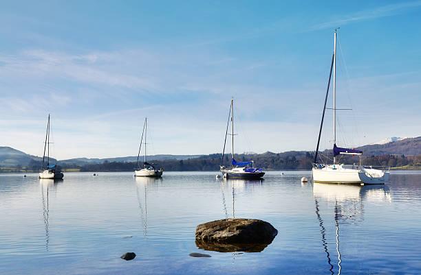Blick auf den Lake Windermere mit vier Boote – Foto