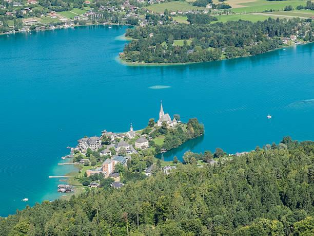 blick auf den lake wörthersee - wörthersee stock-fotos und bilder