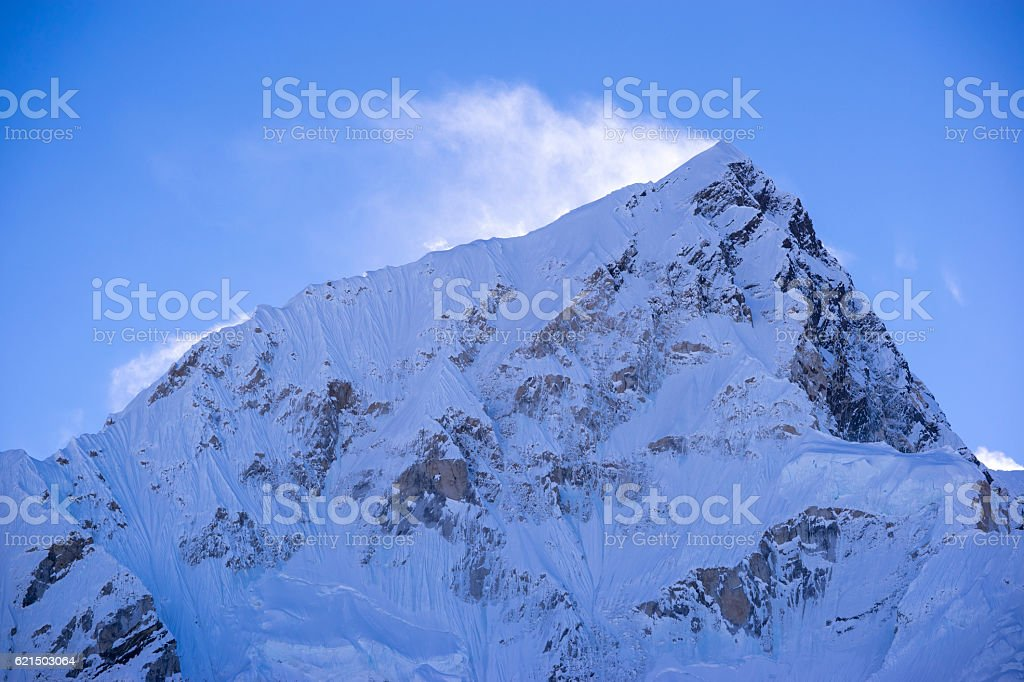view of Lhotse peak with snow blowing on top. foto stock royalty-free