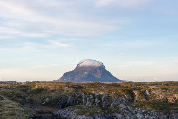 Blick auf Insel Lovund in Nordland Grafschaft, Norwegen. – Foto
