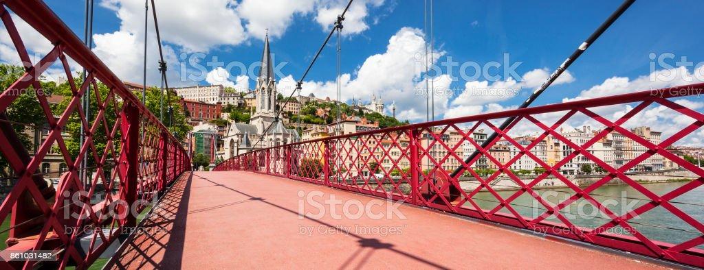 Vue de la ville depuis la passerelle rouge Lyon - Photo