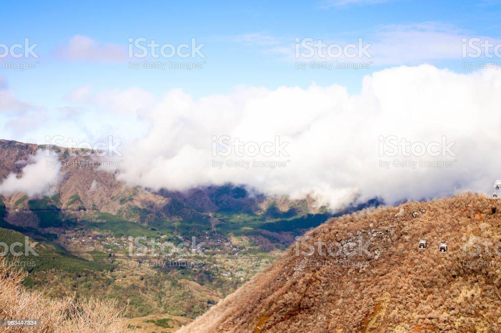 Vue du téléphérique beaucoup avec un ciel bleu et la montagne à Owakudani, Hakone. Japon - Photo de Asie libre de droits