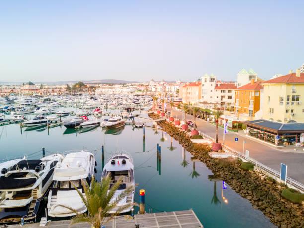 Blick auf Marina in touristischen Vilamoura an der Algarve, Portugal – Foto