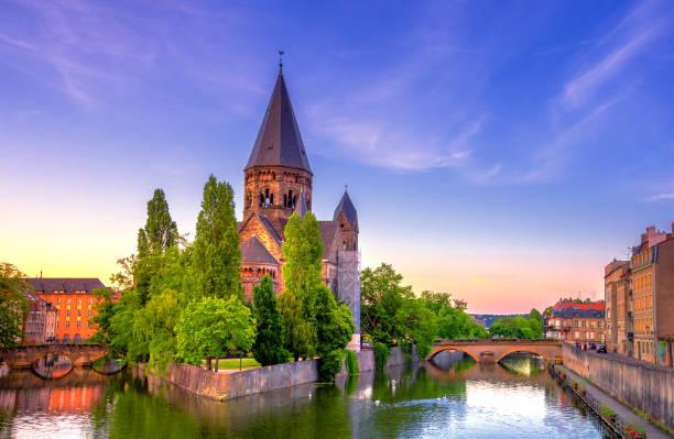 Blick auf Metz mit dem Tempel Neuf an der Mosel, Lothringen, Frankreich – Foto