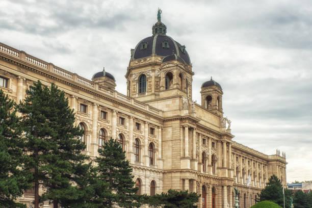 ansicht des museum of natural history, wien, österreich - kunsthistorisches museum wien stock-fotos und bilder