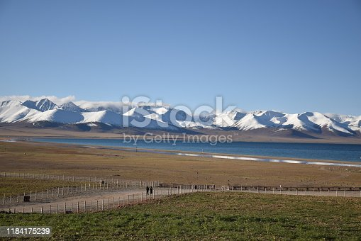 Namtso lake lies at an elevation of 4,718 m and has a surface area of 1,920 km2. This salt lake is the largest lake in the Tibet Autonomous Region