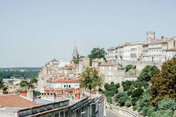Vue de l'ancien français ville Angoulem sur la colline - Photo