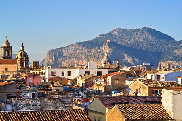 Vista di Palermo con tetti - foto stock