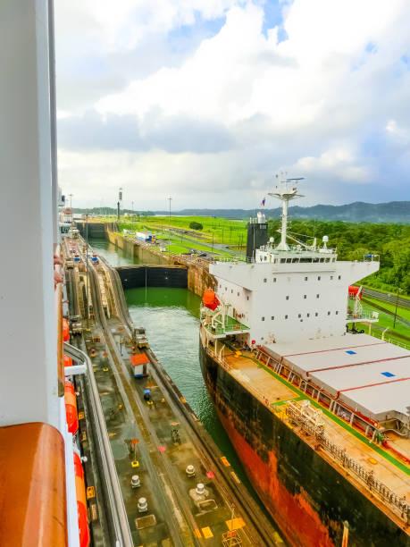 Blick auf den Panamakanal vom Kreuzfahrtschiff – Foto