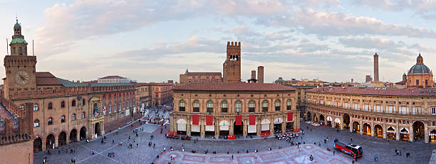 na piazza maggiore-bolonia - bolonia zdjęcia i obrazy z banku zdjęć