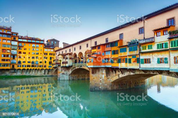 View of ponte vecchio florence italy picture id921370614?b=1&k=6&m=921370614&s=612x612&h=wxur50gfepjh3 we0zx2pzbticxtvf5zblglhumjym0=