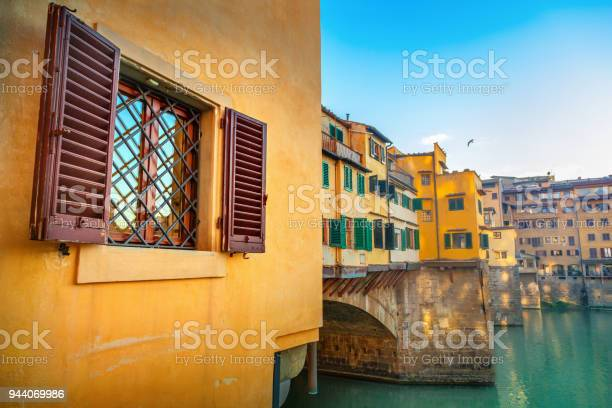 View of ponte vecchio florence italy picture id944069986?b=1&k=6&m=944069986&s=612x612&h=gtat52uevfl8ovirq9qa8ekn6nnpxxkcbtgjibl567s=
