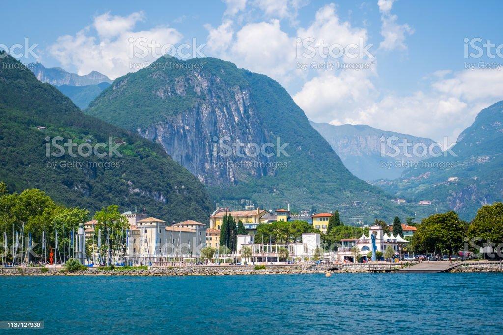 Vue de Riva del Garda; Lac de garde. Trento. Italie. - Photo