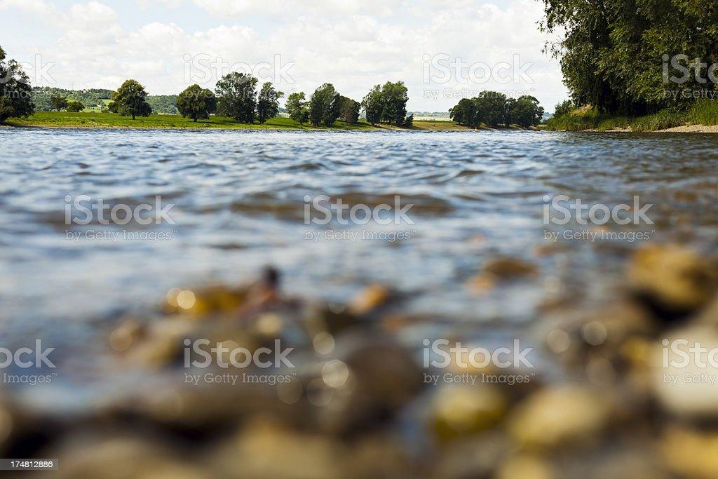 Blick von der Elbe in Radebeul, Deutschland. – Foto