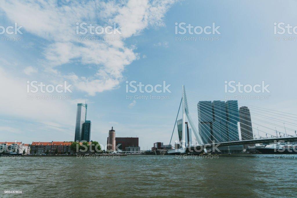 河的看法在鹿特丹 - 免版稅全景圖庫照片