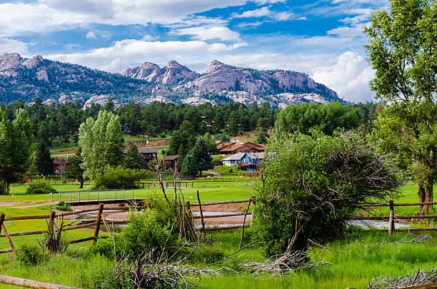 vista delle montagne rocciose - estes park foto e immagini stock