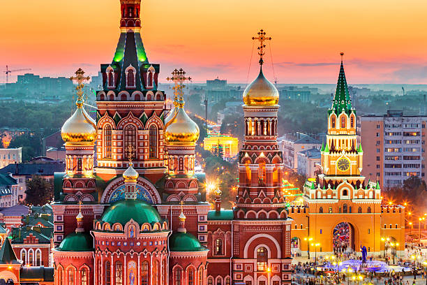 view of russian city at sunset - cultura russa - fotografias e filmes do acervo