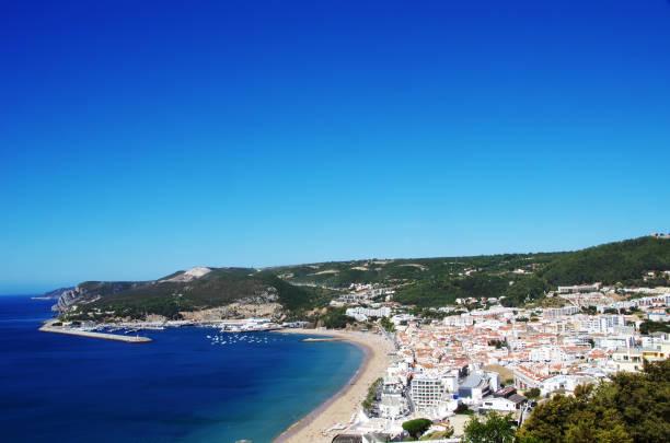 view of sesimbra beach in portugal - setubal imagens e fotografias de stock
