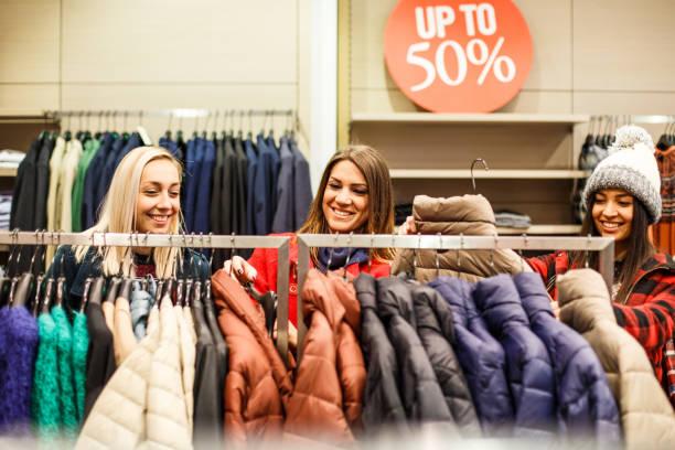 觀購物狂 》 與漂亮女孩 - 冬天大衣 個照片及圖片檔