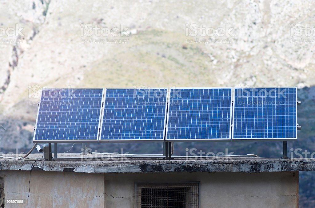 Vista di pannelli solari nella Madonie montagne - foto stock
