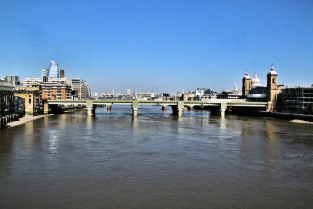 utsikt över st paul's och southwark bridge över floden thames - paul simon bildbanksfoton och bilder