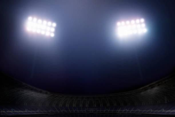 Blick auf die Stadionbeleuchtung bei Nacht – Foto