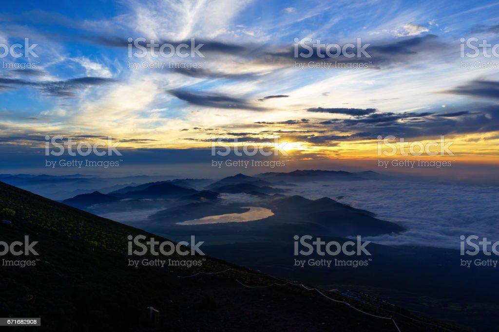 夏の富士山から見る日の出 ストックフォト