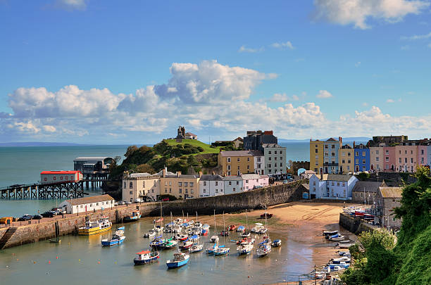 "View of Tenby Harbour, with Castle Hill. ""Picturesque view of boats in Tenby Harbour, with its clusters of colourful painted houses, and Castle Hill"" south wales stock pictures, royalty-free photos & images"