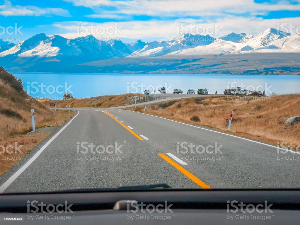 A view of the beautiful New Zealand landscape from inside a car on a road trip zbiór zdjęć royalty-free