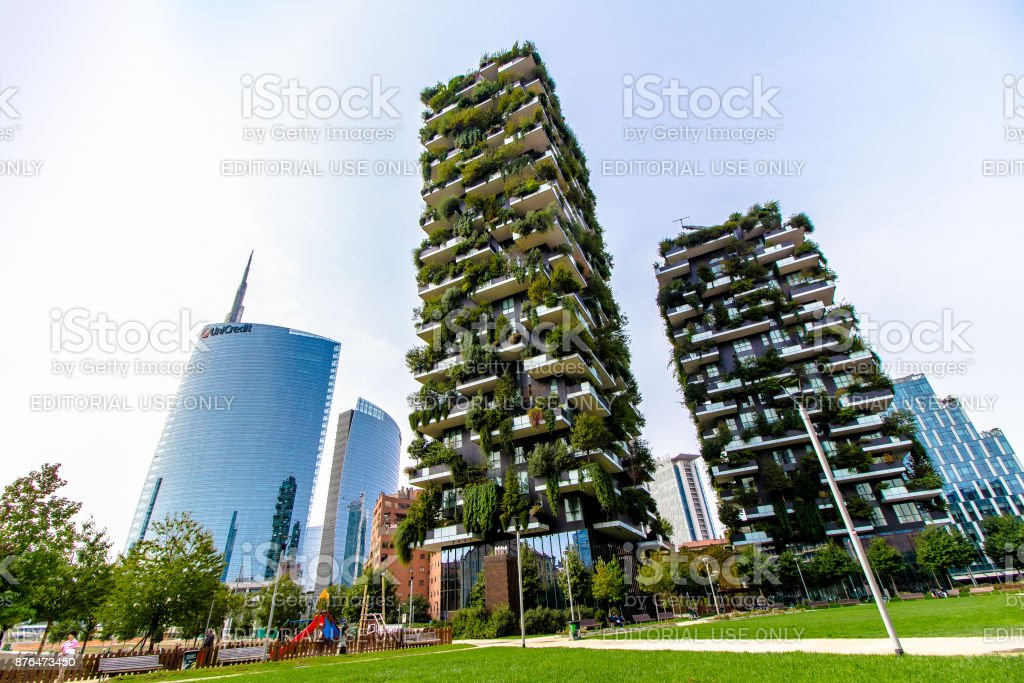 View of the 'Bosco Verticale' and 'Unicredit Tower', Milan - foto stock