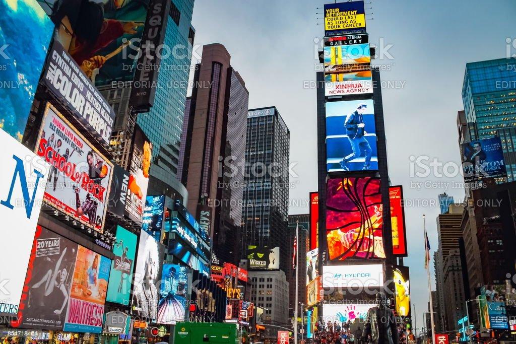 Vue de la Bright Lights, Big City de Times Square au crépuscule - Photo
