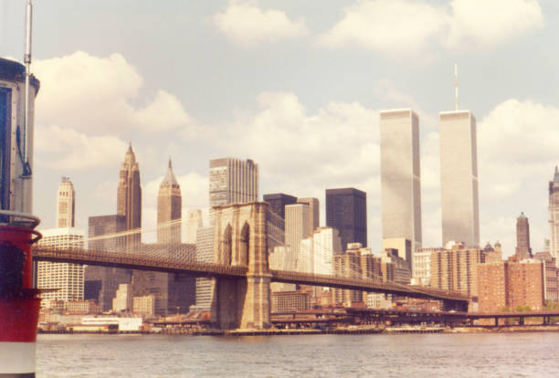 View of the Brooklyn Bridge with Manhattan financial district and the Twin Towers. NEW YORK, NY, USA. APRIL 1980. Vintage 1980s view of the Brooklyn Bridge with Manhattan financial district and the Twin Towers. early 20th century stock pictures, royalty-free photos & images