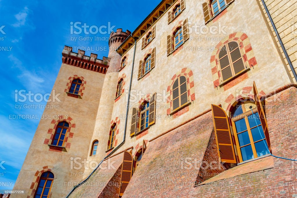 View of the Castello Comunale of Barolo (Cuneo, Piedmont, Italy). - foto stock