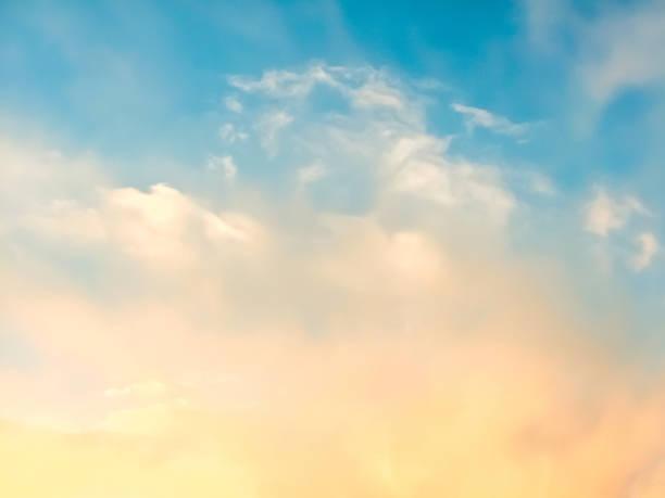 utsikt över molnen genom en ljus-filter - blue yellow bildbanksfoton och bilder